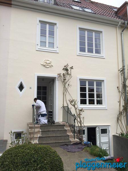 Der Hausanstrich ist fast fertig: Restarbeiten, aufräumen und sauber machen - Malereibetrieb aus Bremen