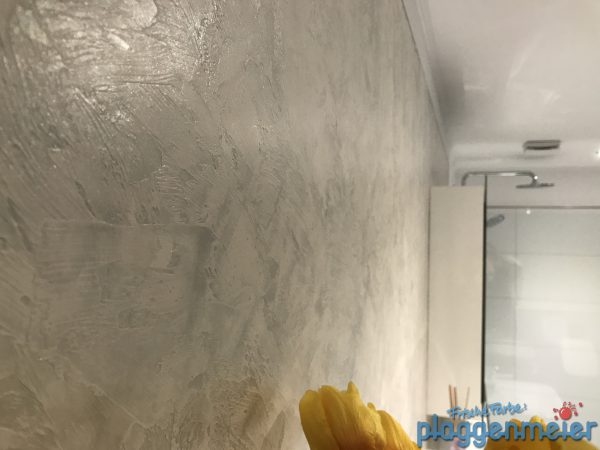 Je nach Lichteinfall ändert sich die Raumwirkung, unterstützt durch unsere Perlmutt Spachteltechnik - Valpaint in Bremen vom Fachmaler