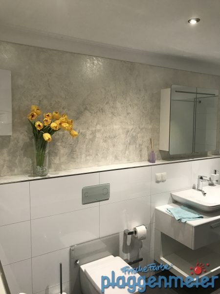 Armaturenwand in Perlmuttoptik gespachtelt - Badgestaltung exklusiv vom Maler aus Bremen