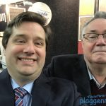 Netzwerkarbeit! Besuch vom Klempner auf dem Stand: Selfie mit Grüßen für den Seniormaler Plaggenmeier