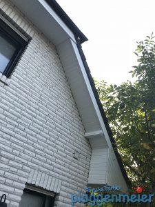 Wetterschutz am Dachüberstand ist wichtig! Damit es hält lässt man es den Fachmann machen. Zum Beispiel den Lieblingsmaler aus Bremen: Plaggenmeier