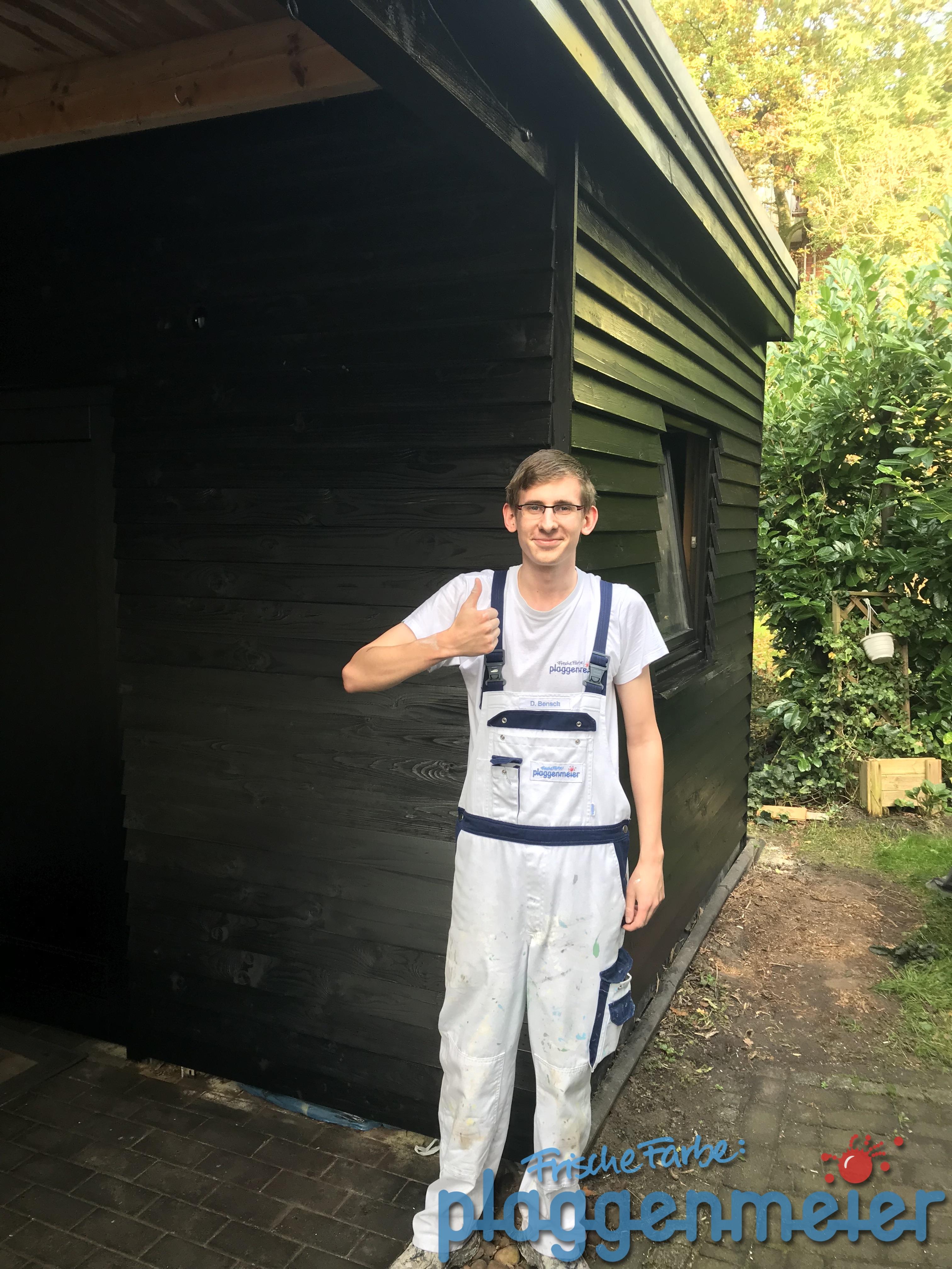 Dominik ist fertig mit der Holzschutzlasur! Frische Farbe vom Profi - Auszubildenden aus Bremen!