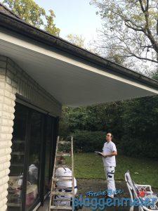 Besprechung mit dem Teamleiter zum Wetterschutz am Dachüberstand in Bremen - Wunschmaler bringt frische Farbe!