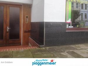 Neuer Sockel vom Maurerservice rundet die Fassade spitzenmäßig ab - wir haben die tollen Maler - Frische Farbe Plaggenmeier