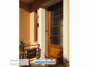 Alles muss zueinander passen - auch die Farbe der Tür und der Fenster prägen das Gesamtbild. Frische Farbe vom Malermeister!