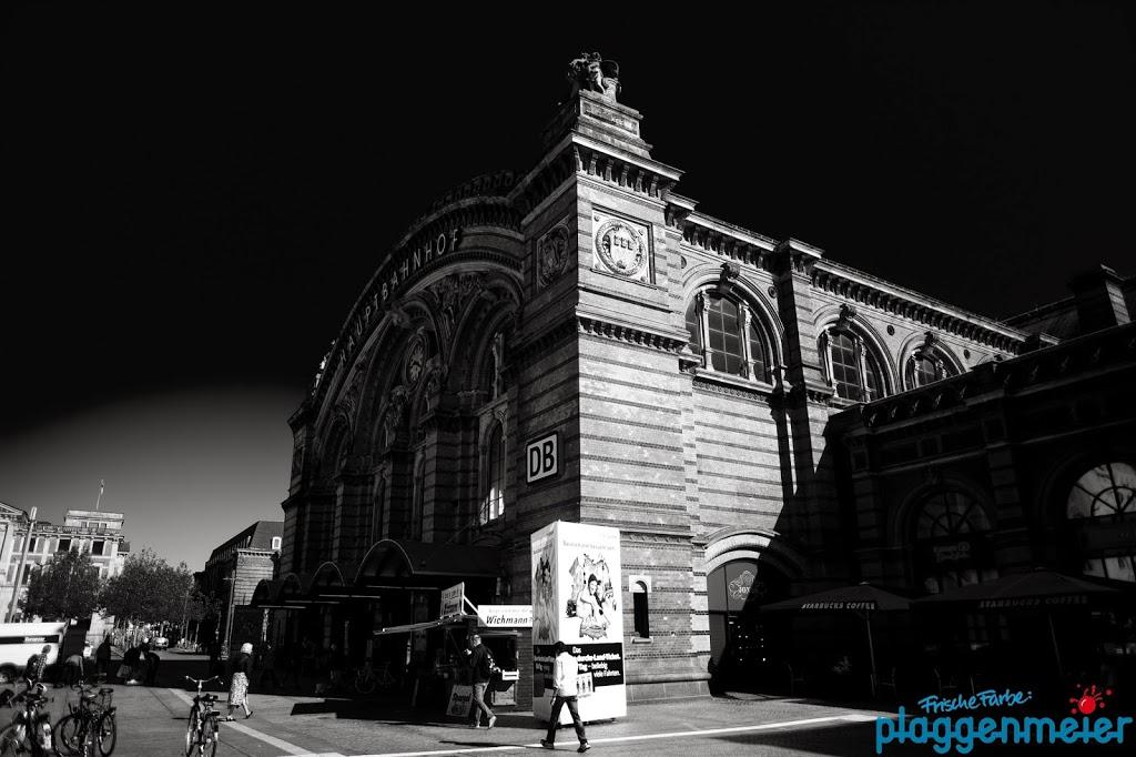 Wir arbeiten gerne an diesem Objekt - Hauptbahnhof Bremen in schwarz-weiss.