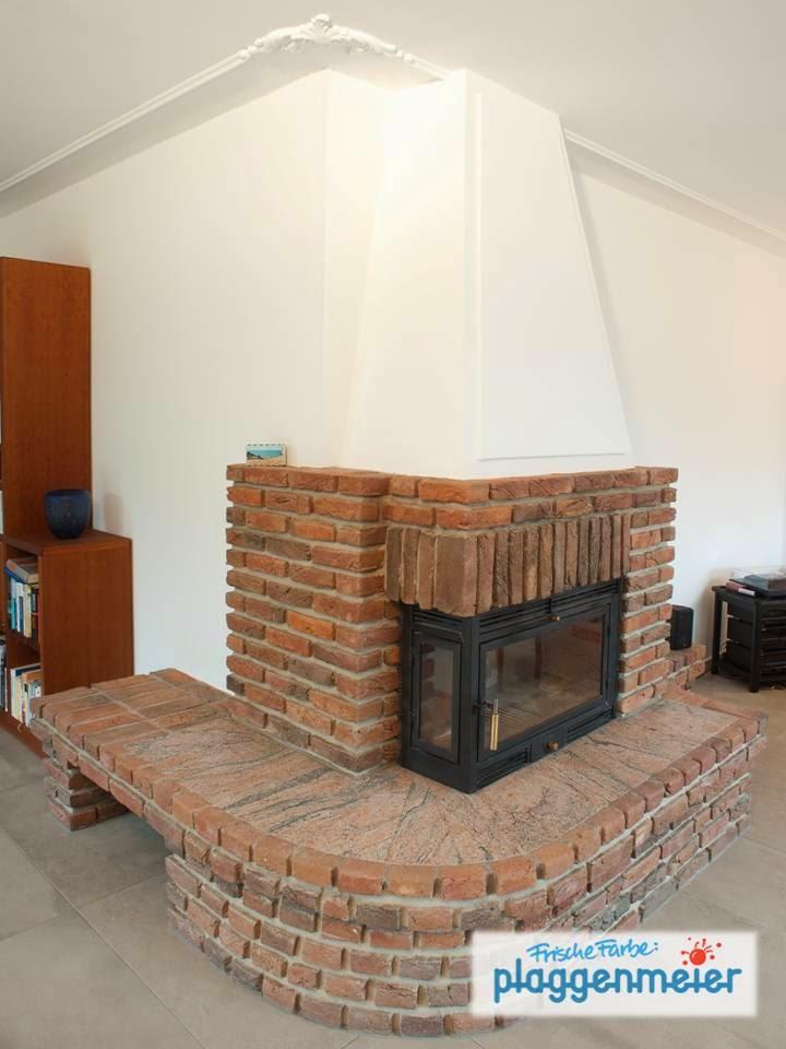 Altweiß - warum nicht, so werden rustikale Elemente wie der alte Kamin in Szene gesetzt. Wir renovieren Ihr Zuhause!