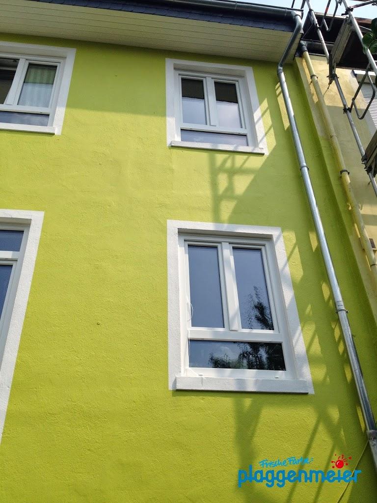 Mutige Farben setzen sich in den letzten Jahren insbesondere bei der Reihenhausgestaltung durch.