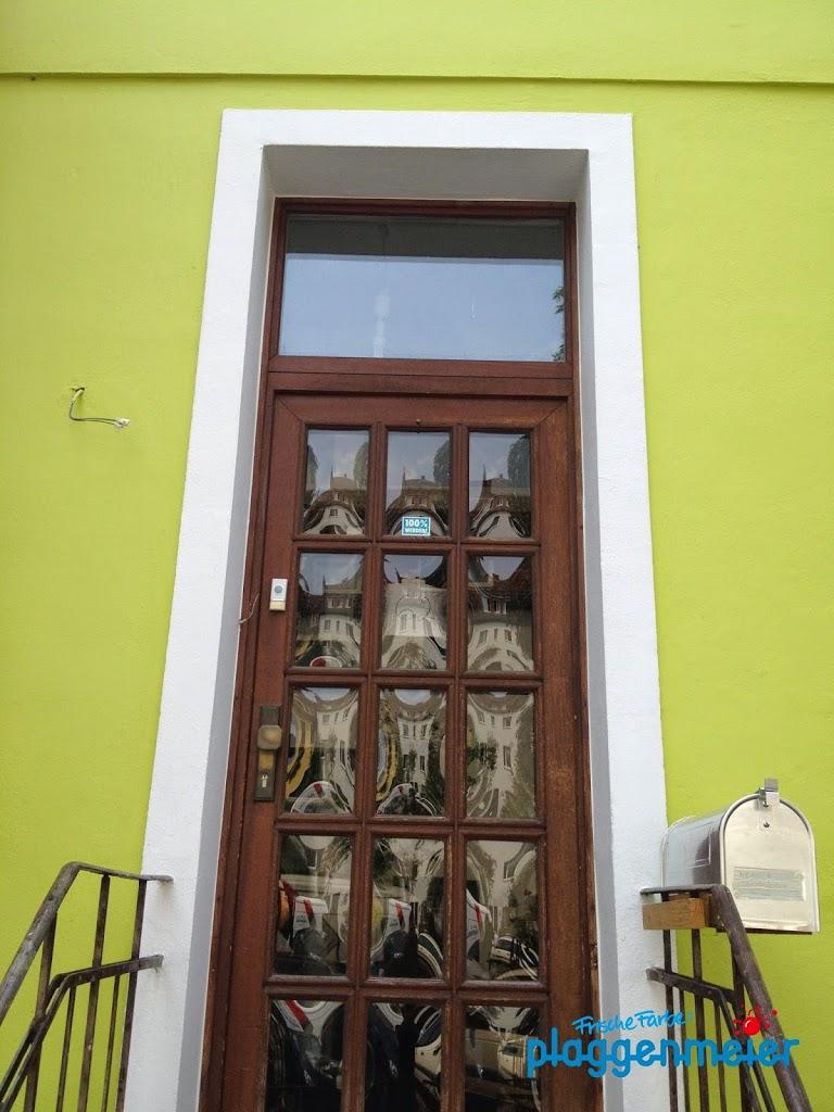 Frisch gestrichen weiss jeder gleich wo es reingeht - Malerarbeiten an der Fassade