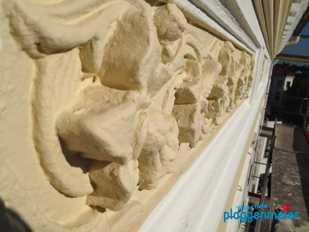 Weicher Muschelkalk muss vor Witterungseinflüssen geschützt werden - mit Fassadensanierung vom Bremer Malereibetrieb.