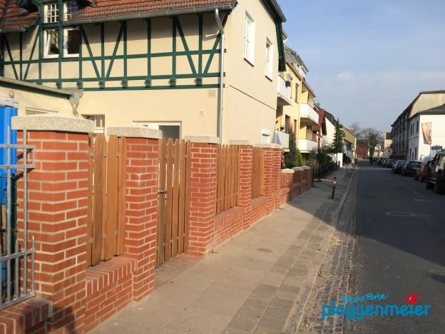 Unser Sanierungsmobil liefert hier in kürzester Zeit die Mauer für einen wunderbaren Zaun ab. Solide und schön!