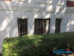Die Fenster werden natürlich auch gleich mitgemacht - von Bremens bestem Altbaumaler!