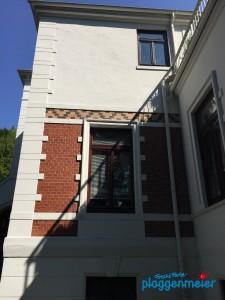 Alle Fassadenelemente akribisch berücksichtigt und gut erhalten vom Bremer Altbaumaler!