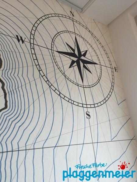 Die Windrose darf auf einer Fototapete für eine Reederei natürlich nicht fehlen - Wandgestaltung Bremen vom Malereibetrieb