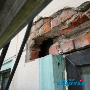 Keine Sorge, das wird keine Durchreiche, da kommt ein neuer Fenstersturz hin!