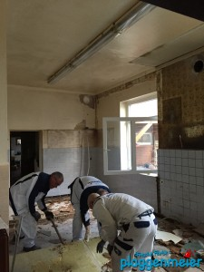 Auch die unangenehmen Arbeiten werden im Team erledigt - Malerfachbetrieb aus Bremen