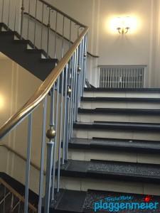 Schönes Treppengeländer vom Maler wiederhergestellt!