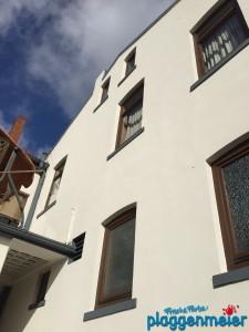 Unsere Fassadenspezialisten haben bei dieser Fassadensanierung in Hemelingen alles glatt gezogen - Malereibetrieb Plaggenmeier