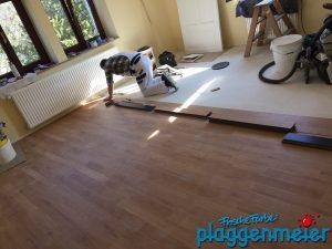 Andreas verlegt den Boden - Malereibetrieb aus Bremen