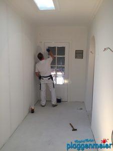 Lackierarbeiten an der Wohnungstür - Malermeister Plaggenmeier
