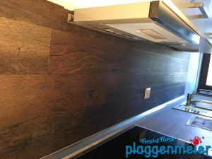 Holzoptik, aber leicht zu pflegen - so gestaltet man heute Küchen mit etwas Luxus...
