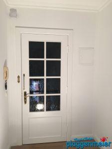 Türen werden komplett überarbeitet - Maler bei Luxus Renovierung eines Mietobjekts in Bremen