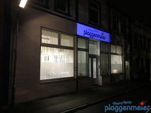 Ohne Beleuchtungskonzept wäre diese Corporate Identity Fassade nur halb so schön!