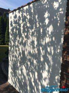 Lernen im Kundenauftrag: Schattenspiel auf der frisch gestrichenen Fassade - Azubiarbeit