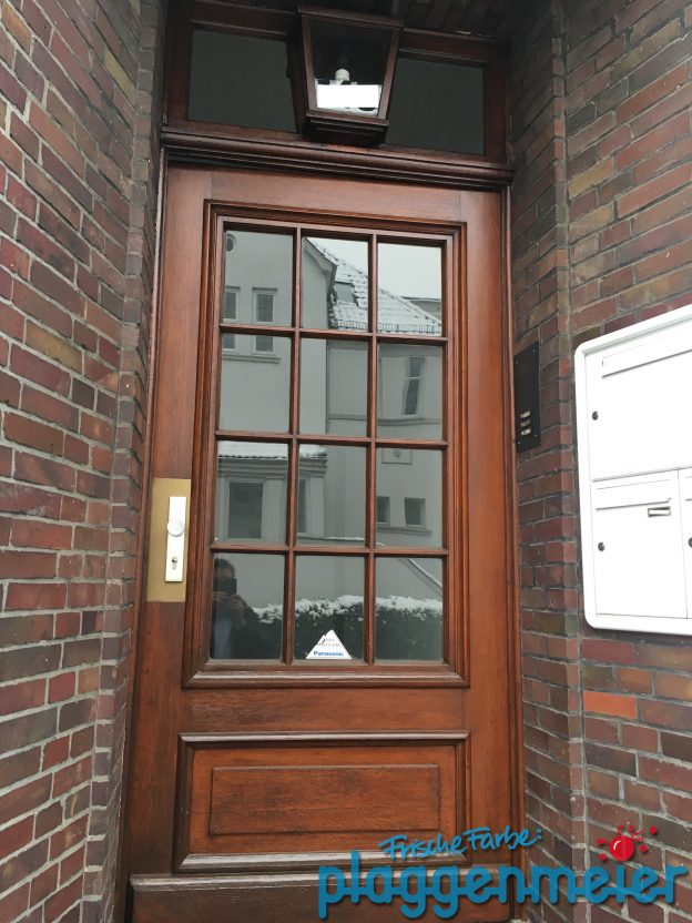 Wir lasieren Ihre Haustür, weil wir Bremer Altbauten lieben! Malereibetrieb Plaggenmeier aus Bremen