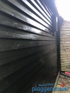 Sehr dunkle Holzschutzlasur - da muss man gründlich arbeiten!