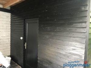 Holzschutz außen heisst vor allem: Wetterschutz. Wenn das nicht gründlich gemacht wird, leidet das Holz schnell.