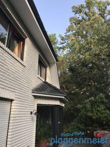 Man muss natürlich überall rankommen - das ist wichtig! Malerservice aus Bremen in Spitzenqualität: Wetterschutz am Dachüberstand.