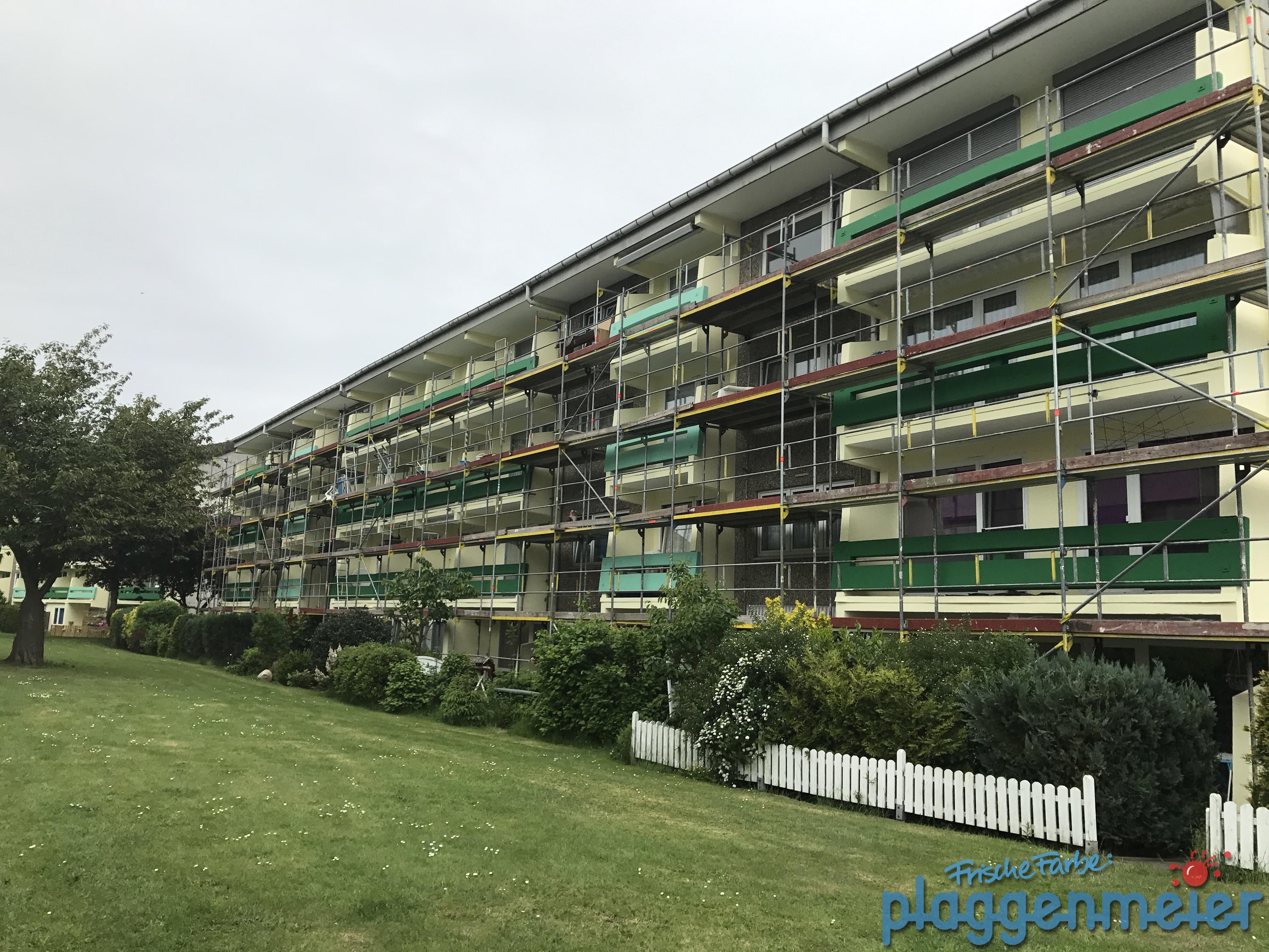 Betonsanierung und Malerarbeiten an Fassaden und Balkonen braucht natürlich viel Gerüst - der Wunschmaler macht´s!