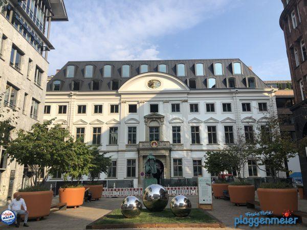 Das Görtz-Palais in der Abendsonne, so kommt unsere Arbeit an diesem denkmalgeschützten Gebäude richtig zur Geltung. Maler aus Bremen in Hamburg