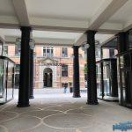 Toller Blick durch den wieder frischen Eingangsbereich des Görtz-Palais in Hamburg, umgesetzt vom Denkmalschutz-Maler aus Bremen.