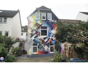 Fertig: nach dem Graffiti von Markus Genesius für die Kommune zwo haben wir noch einen transparenten Fassadenanstrich aufgebracht - zum Schutz!