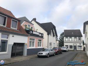 Im Strassenensemble ist dieses Haus nach unserem Fassadenanstrich wieder führend - Spezialisten für die Fassade im Auftrag ihrer Lieblingskunden.